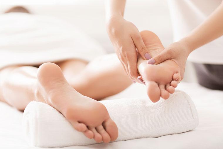 Masáž chodidiel s mobilizáciou kĺbov