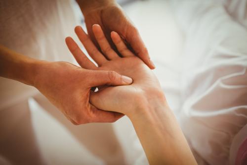 Masáž dlaní s mobilizáciou kĺbov
